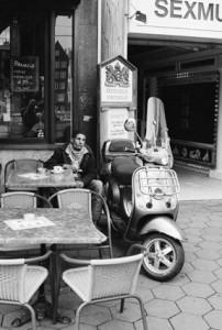 Уличное кафе. 2012
